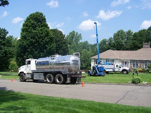hydraulic fracturing for well expansion