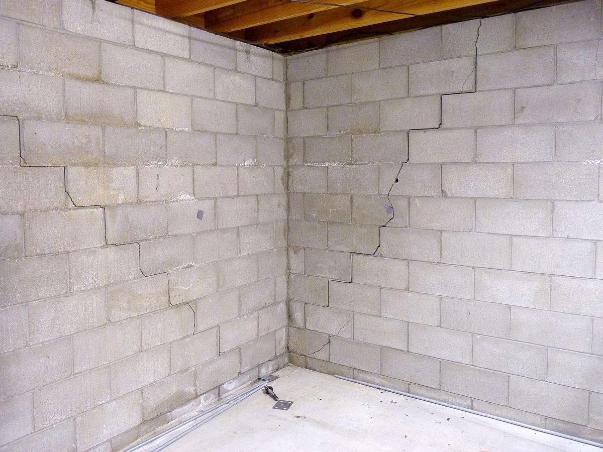 block wall with diagonal stair step cracks