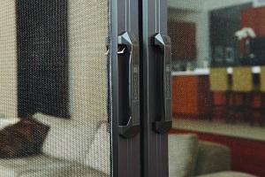 Phantom retractable door screen latch