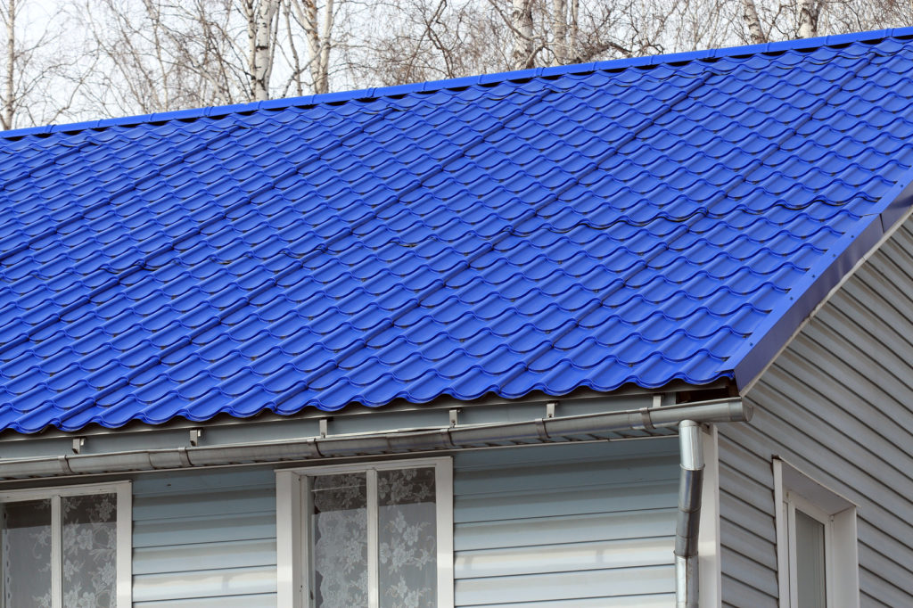 5 Key Differences Between a Metal Roof and an Asphalt Roof