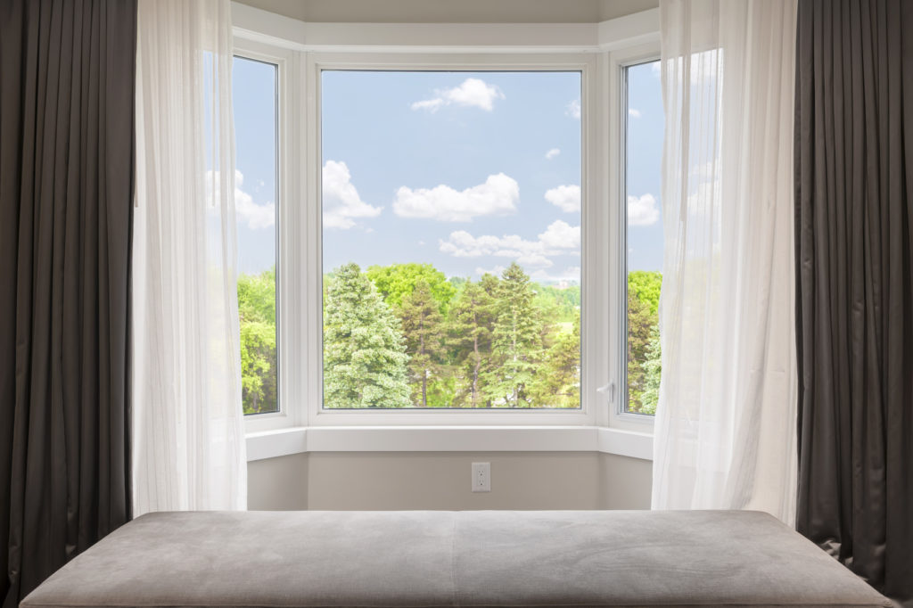 Most Common Differences Between Bay and Bow Windows