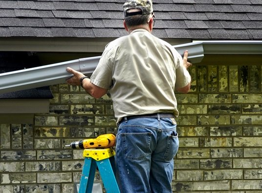 3 Reasons to Replace Your Gutters this Season