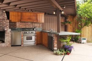 Outdoor Kitchens: The Perfect Gathering Space For Quarantine