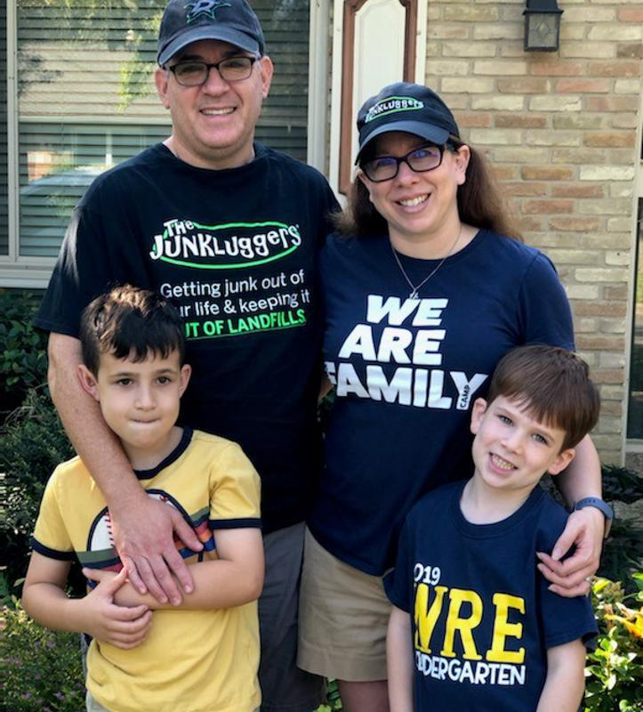 Junkluggers franchise owner, Andrew Siegel and family