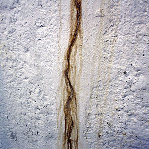 Leaking foundation wall crack in Fayetteville, NC