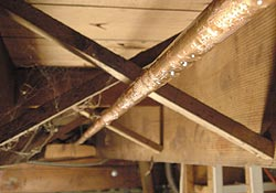Condensation on pipes due to high relative humidity