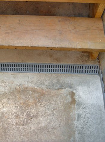 grated weeping tile system for leaking hatchway doors