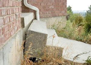 Concrete step sinking in Etobicoke, ON