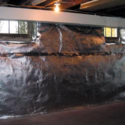 Carreaux de sol installés sur une dalle de béton.