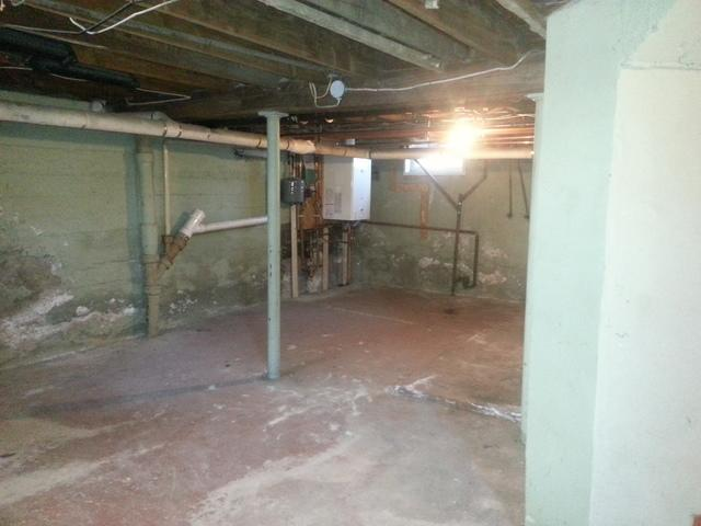 Fully finished basement in East Berlin!