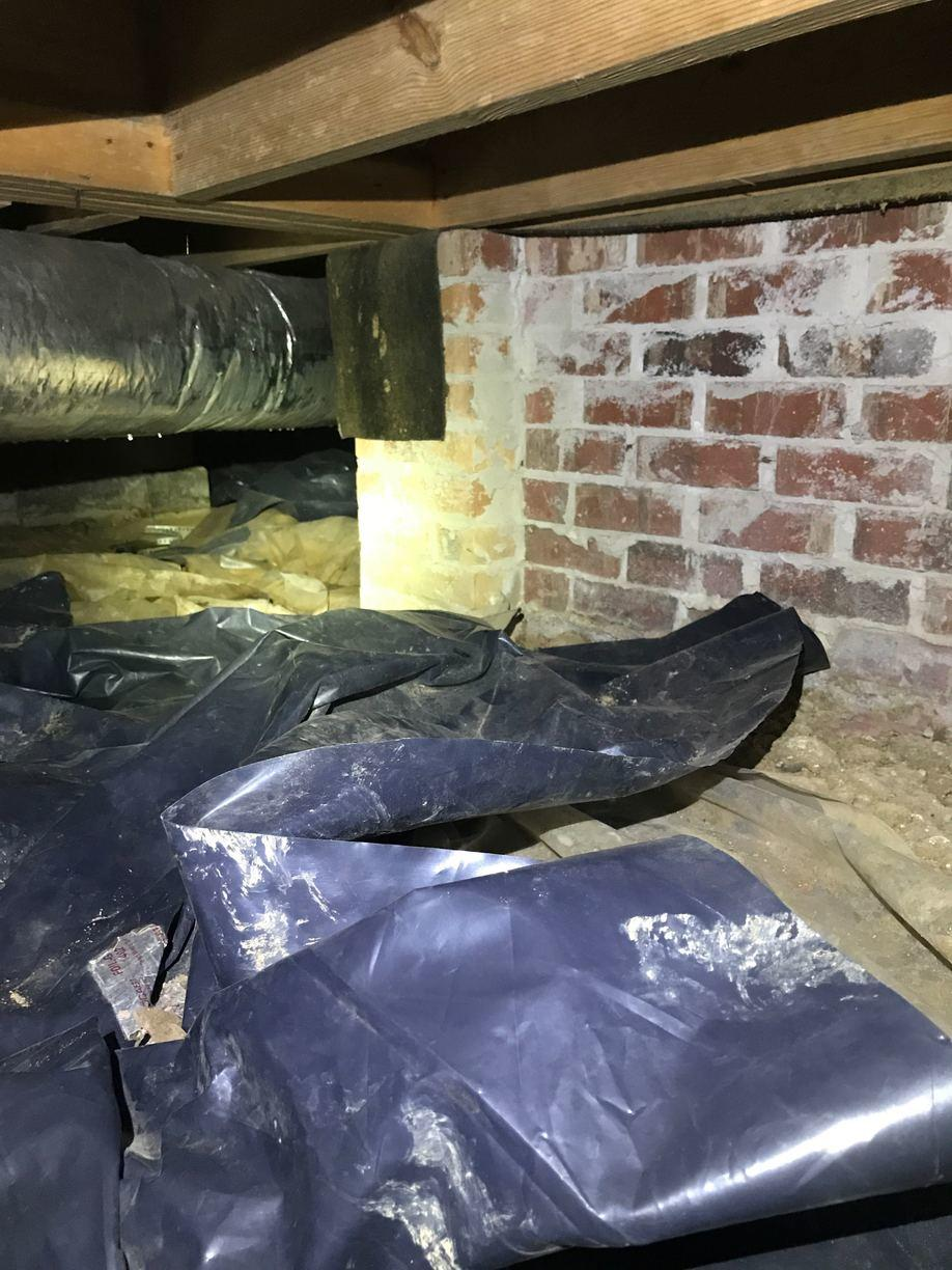 Clean and Neat Crawlspace in Jackson MS - Before Photo