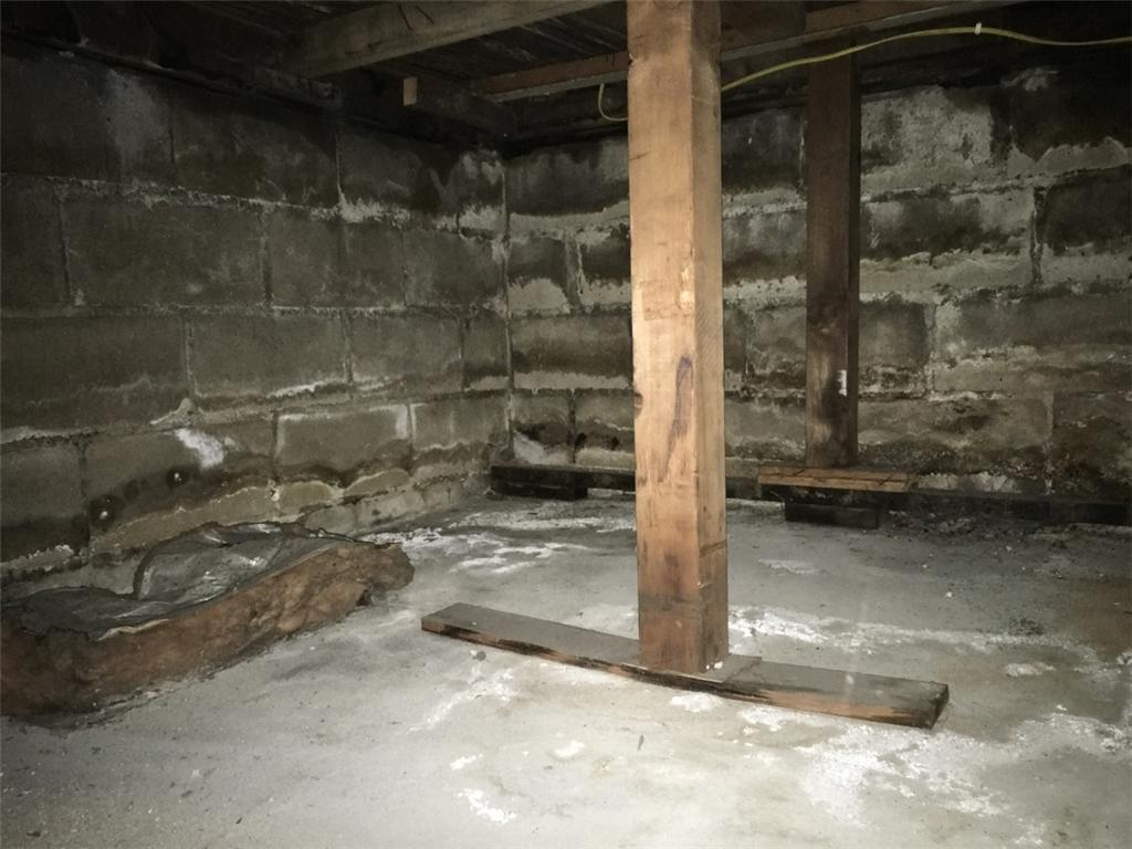 Crawlspace Insulation and Vapor Barrier for a Freeport Crawlspace - Before Photo