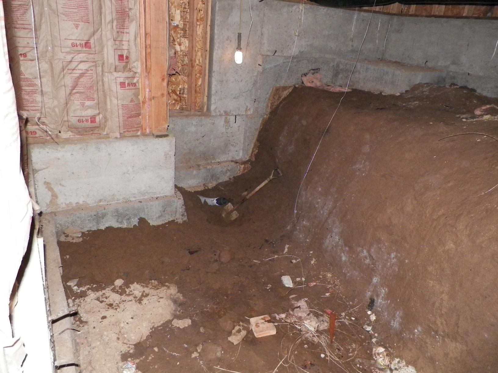 Dirty crawlspace in Tigard, OR - Before Photo