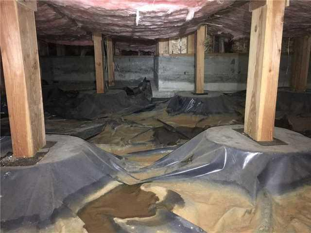 Sealing up a dirty crawlspace in Salem Oregon - Before Photo