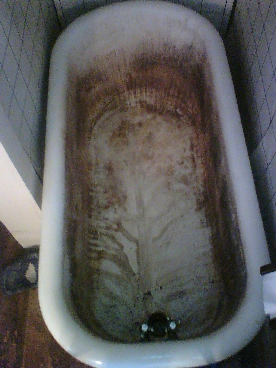 Old Tub Refinished in Erie, PA - Before Photo