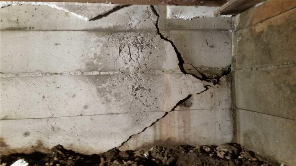 Cracked Foundation Wall in Cornwall, Ontario - Before Photo