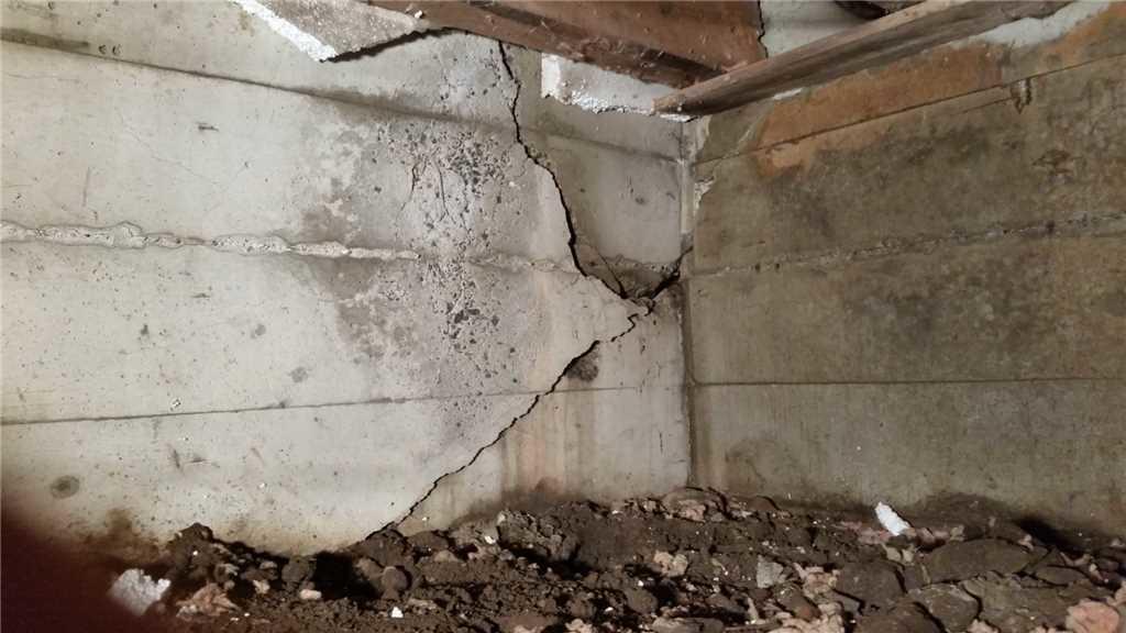 Fissure de fondation réparée à Cornwall. - Before Photo