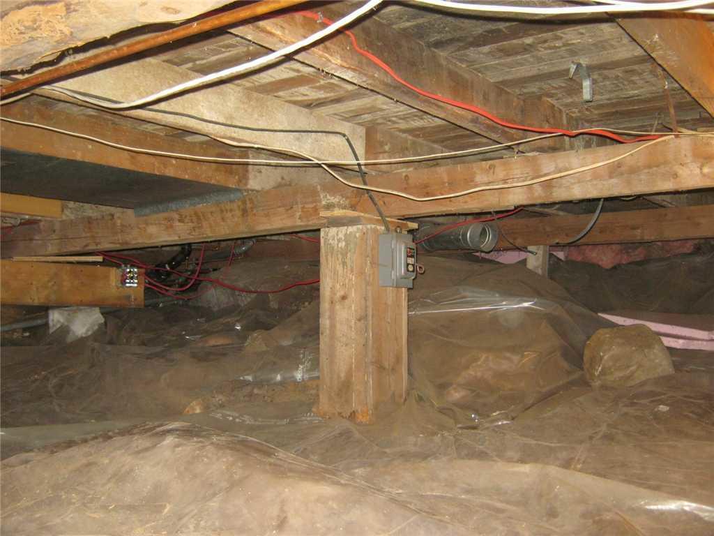Encapsulation, imperméabilisation et stabilisation d'un vide sanitaire à South Glengarry, Ontario - Before Photo