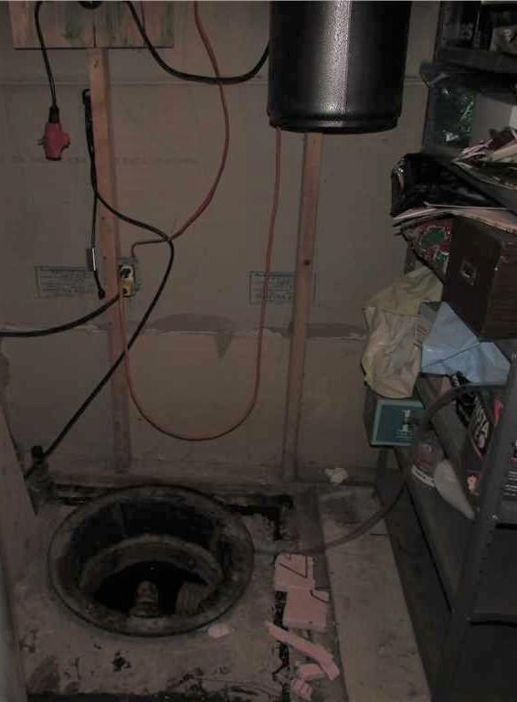 Une pompe de puisard pour imperméabiliser un sous-sol à Laval - Before Photo