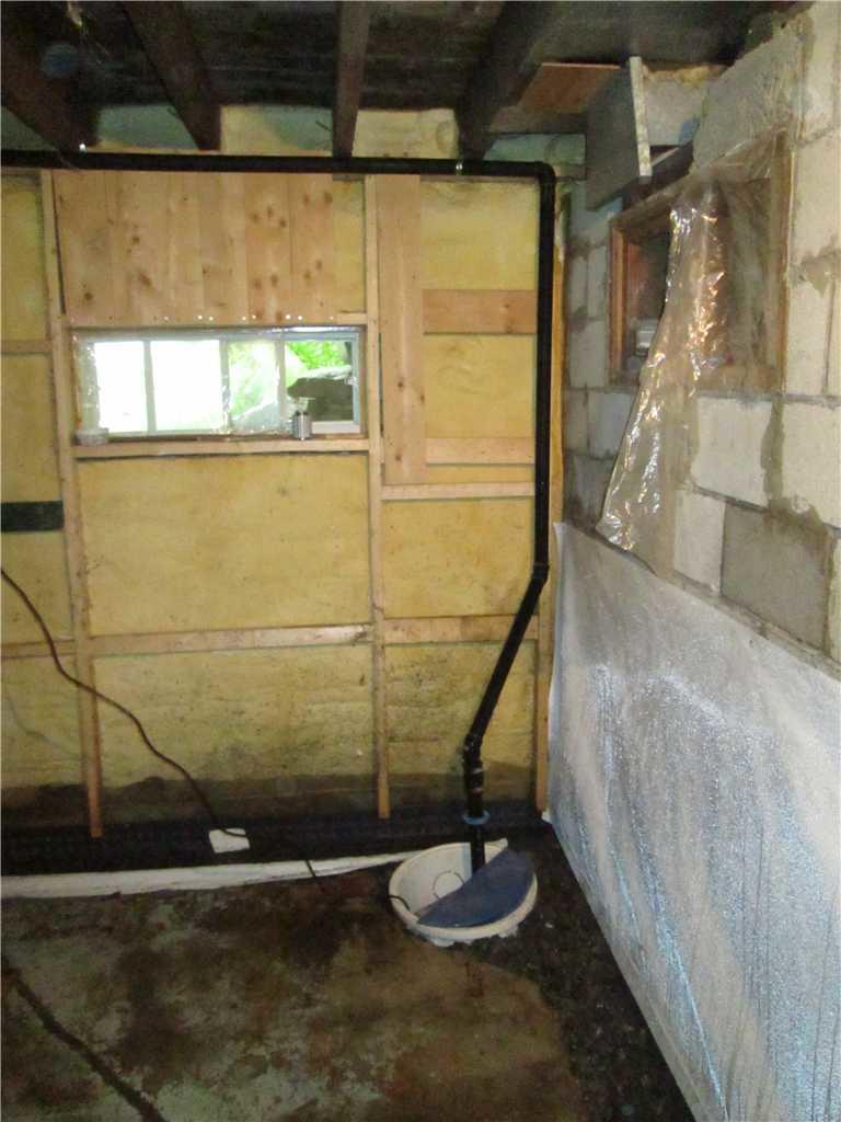 Imperméabilisation d'un sous-sol à humide à Knowlton - Before Photo