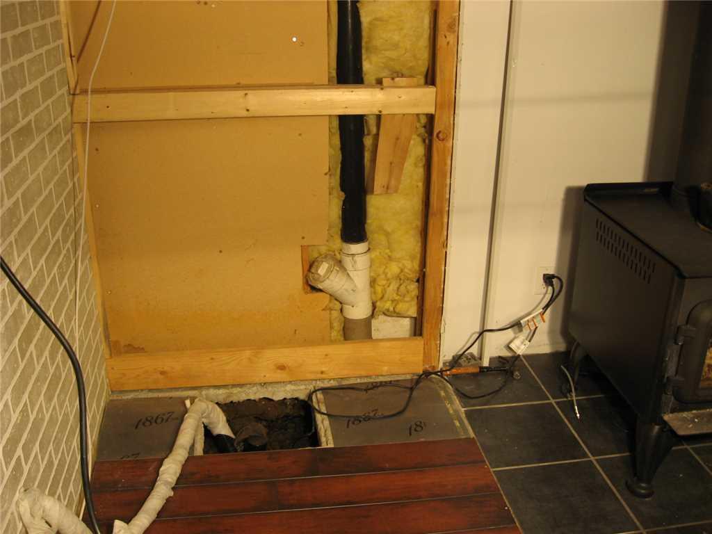 Pompe de puisard dans un revêtement hermétique à Sainte-Victoire-de-Sorel, QC - Before Photo