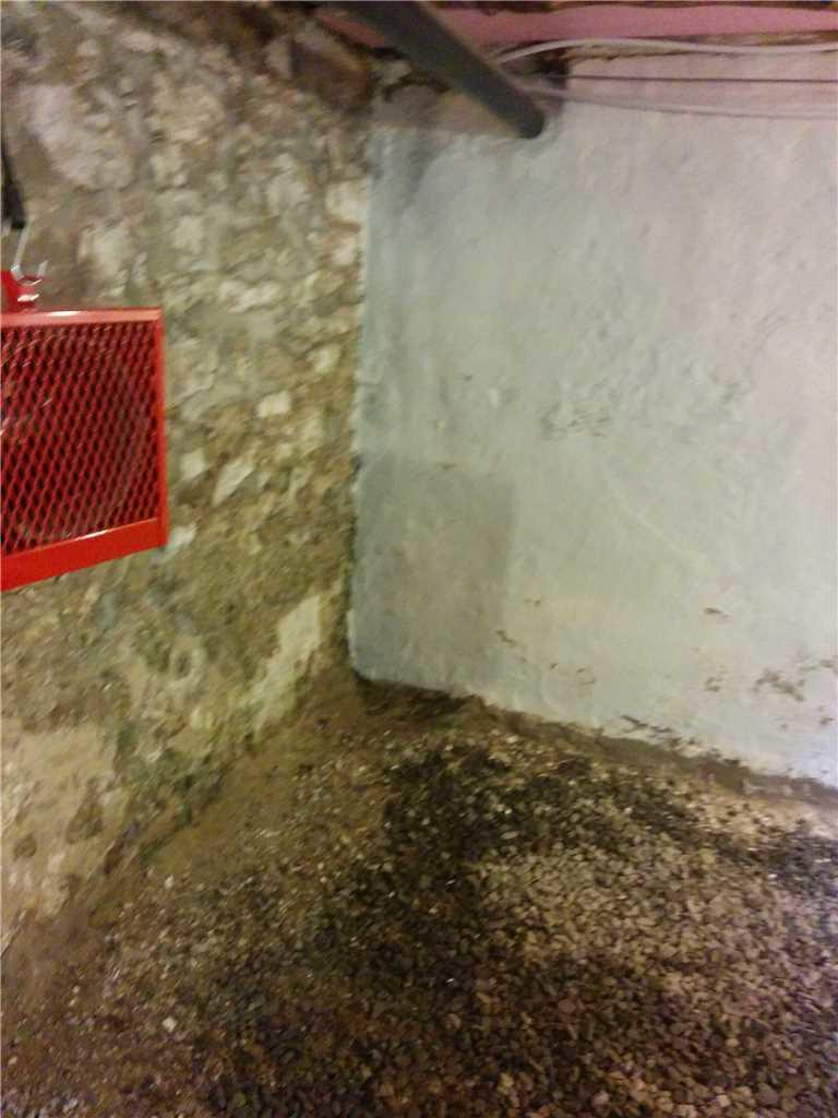 Encapsulation of a crawl space in Hemmingford, Qc - Before Photo