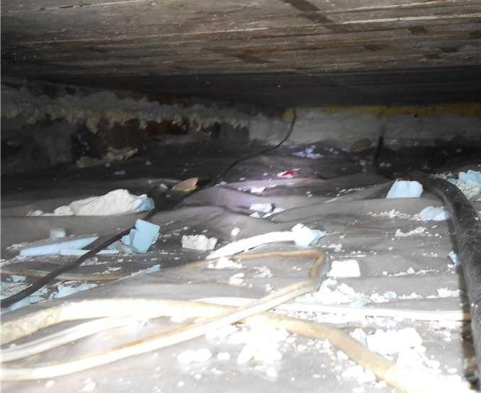 Isolation du vide sanitaire découvert à Godmanchester, Qc - Before Photo