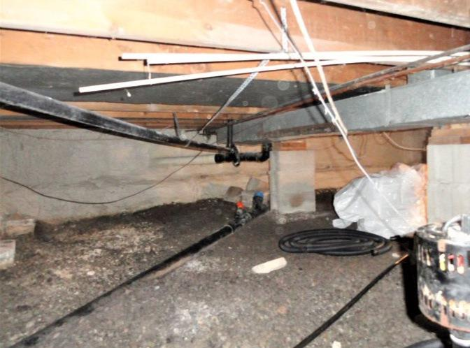 Encapsulation of a crawl space in Chelsea, Qc - Before Photo