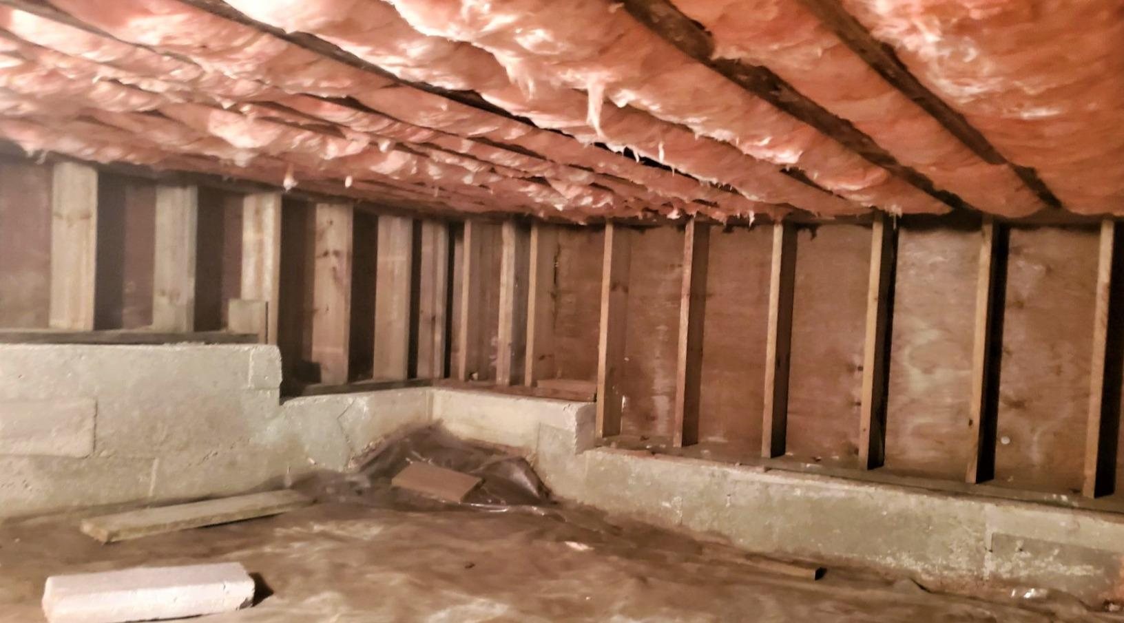 Encapsulation and insulation of a crawl space in Chelsea, Qc - Before Photo