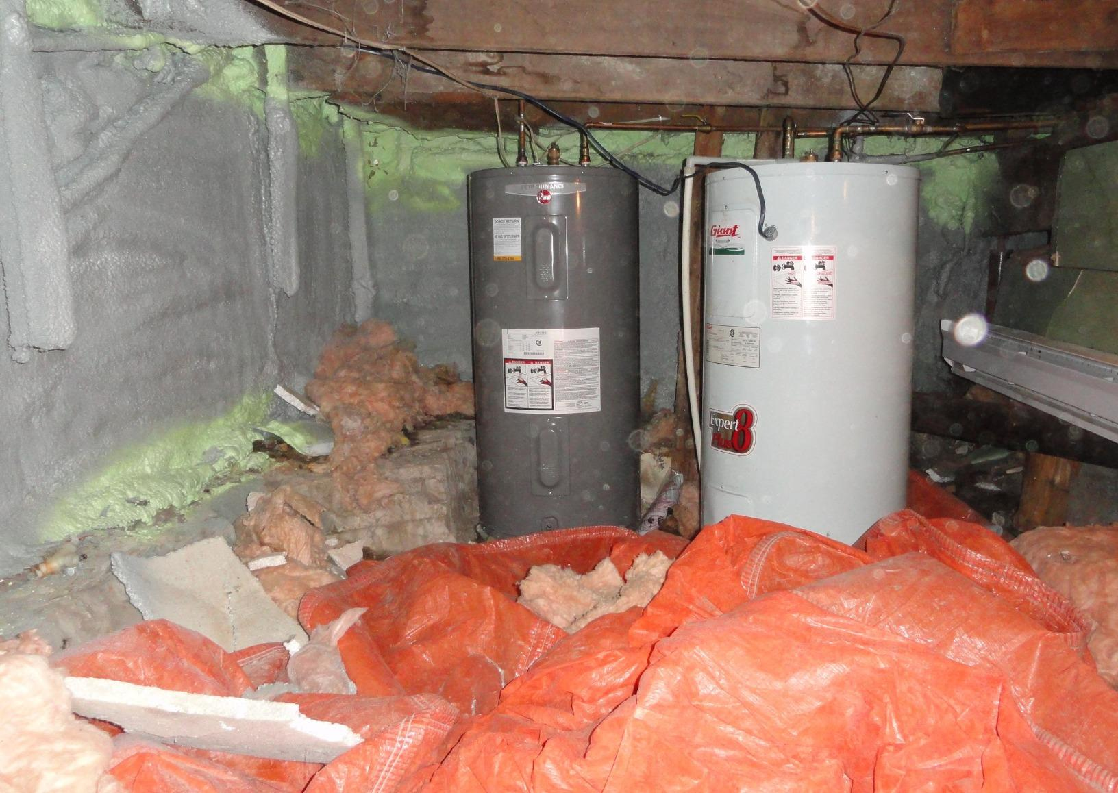 Installation of a vapor barrier and a sump pump in a crawl space in Gatineau, Qc - Before Photo