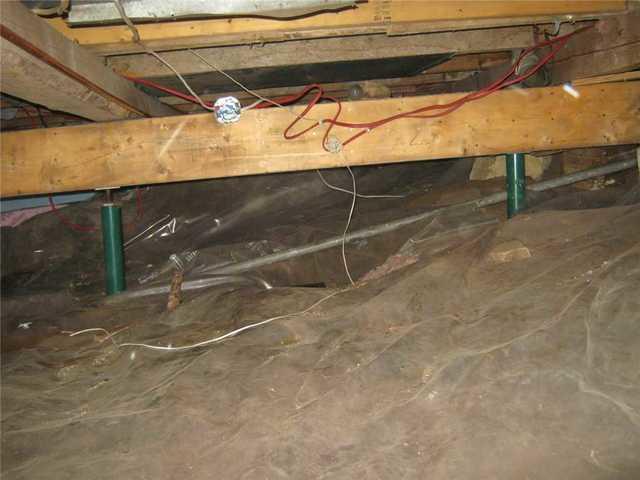 Encapuslation et déshumidification d'une cave de service à Sainte-Sophie, Québec.