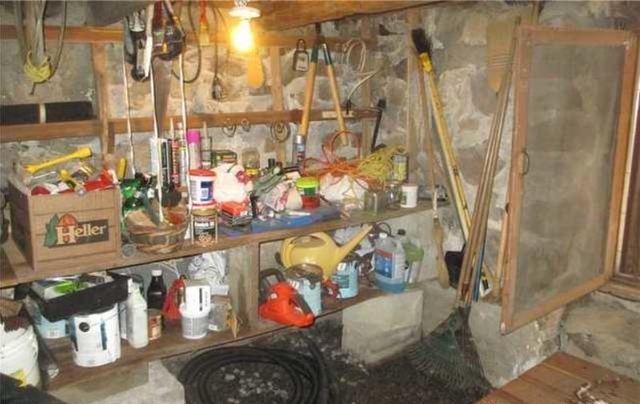A large service cellar encapsulated in Sainte-Adèle, Quebec