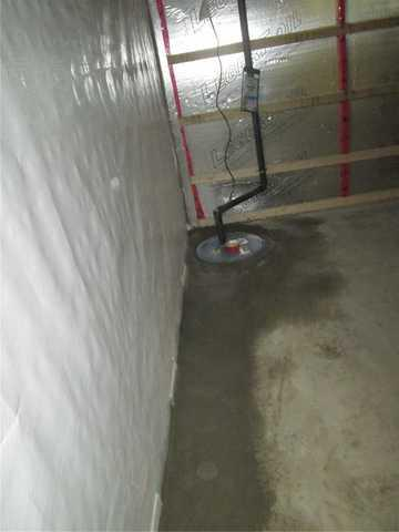 Infiltration of water through a crack in Saint-Hyacinthe