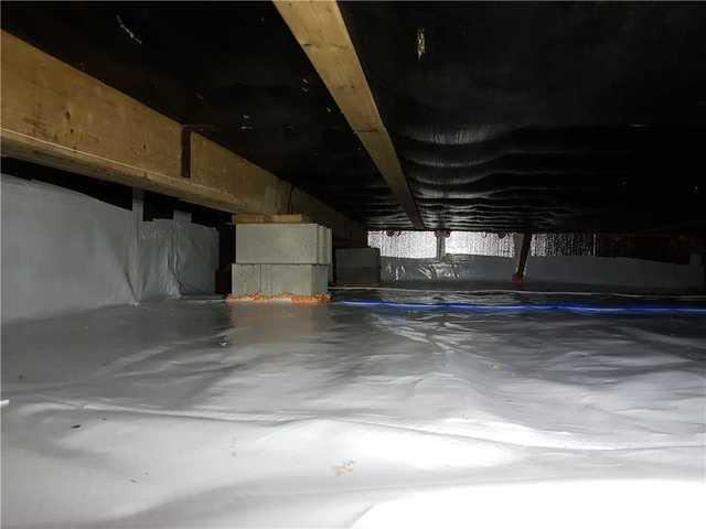 Insulation and encapsulation of a crawl space in Saint-Lin-Laurentides