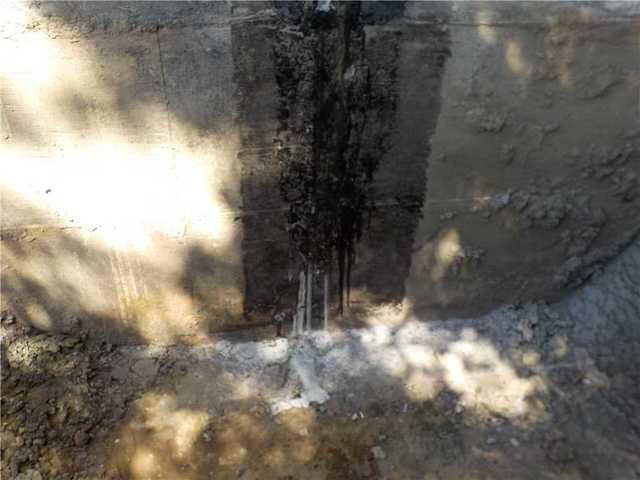 A repaired crack and stabilized foundations in Saint-Denis-sur-Richelieu