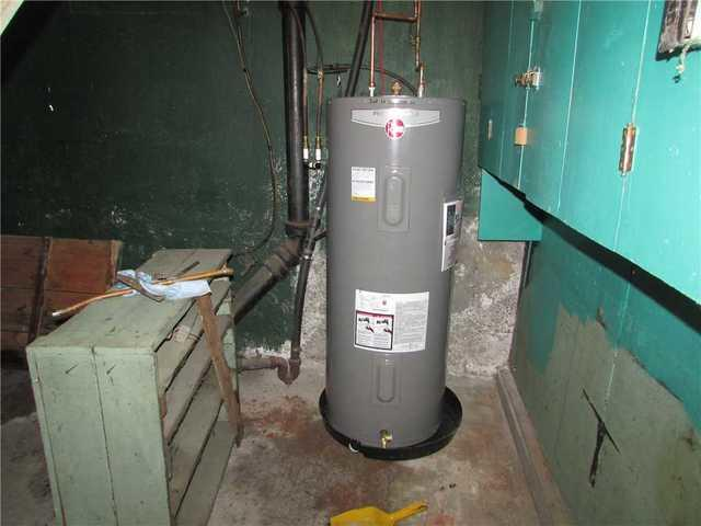 FloodRing Installed Around Water Heater in Richmond, QC