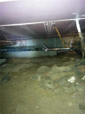 Encapsulating a wet crawl space in Hemmingford, Qc