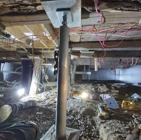 Solives et poutres stabilisées dans un vide sanitaire de Saint-Urbain-Premier, Qc