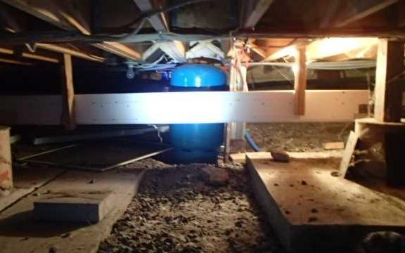 Encapsulating a wet crawl space in Dunham, Qc