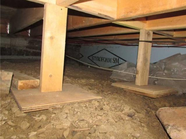 Insulation and dehumidification of a crawl space in Hudson, Qc