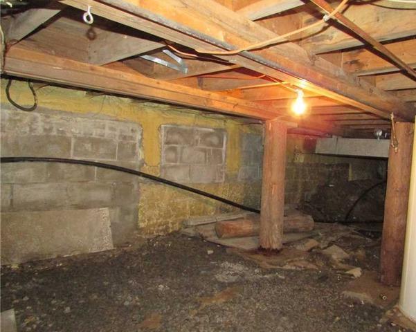 Encapsulation of a crawl space in Sainte-Anne-des-Lacs, Qc