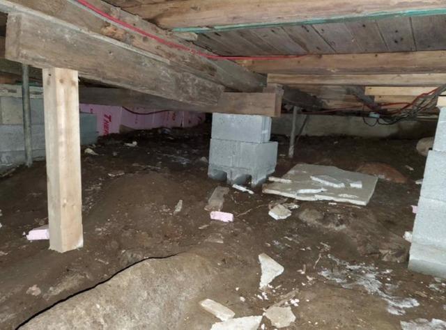 Encapsulation of a crawl space in SAINTE-LUCIE-DES-LAURENTIDES, Qc
