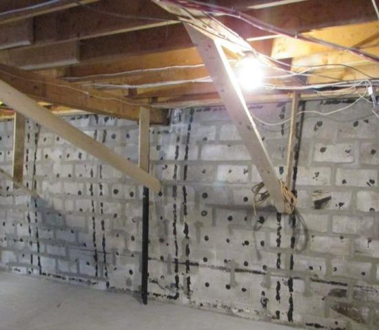 Reinforcing foundation walls in Pont-Rouge, Qc