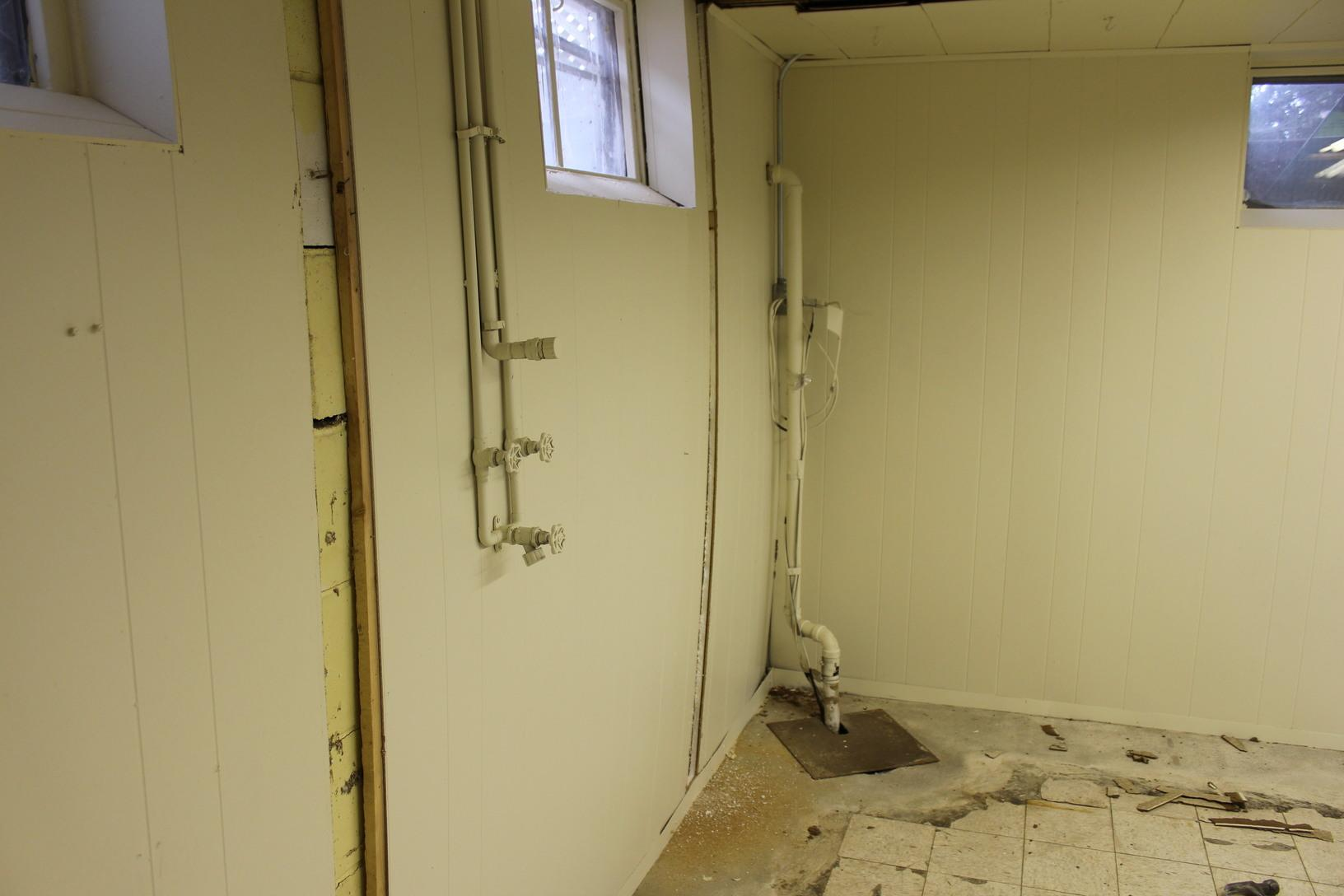 Bowing Walls in Des Moines, IA - Before Photo