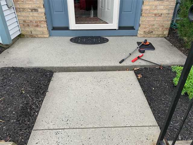 Front Step Polylevel in Mercer County, NJ