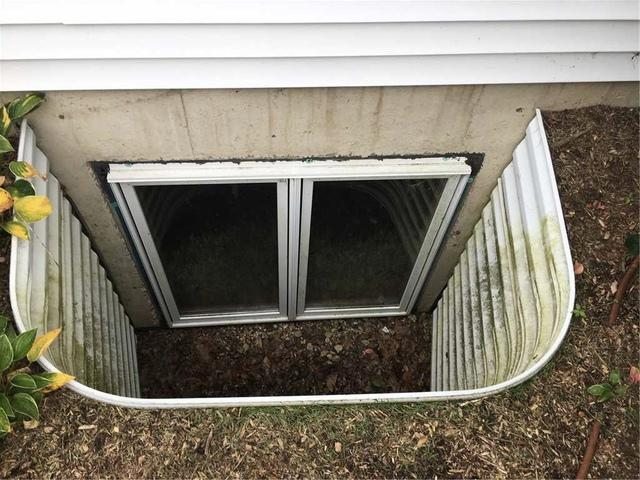 Cleaning a Niles, MI Basement Window