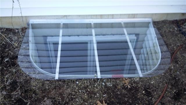 Cleaning a Niles, MI Basement Window