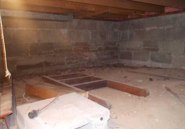 Moisture Barriers in Crawl Spaces in Honor, MI