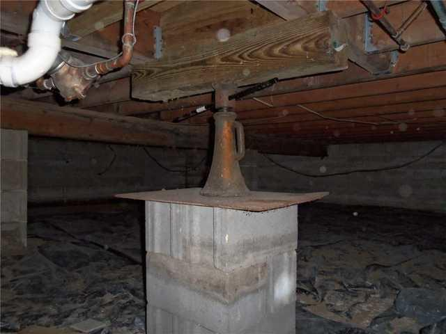 SilverGlo Insulation Restores Moldy Stevensville, MI Crawl Space
