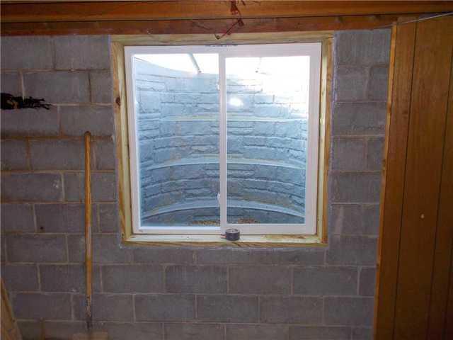 EverLast Window Replaces Old, Leaky Window in Benton Harbor, MI Home